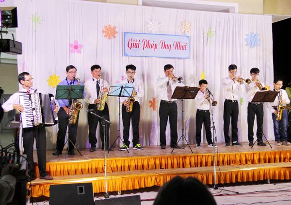Ban kèn tây Hội Thánh Hoà Khánh