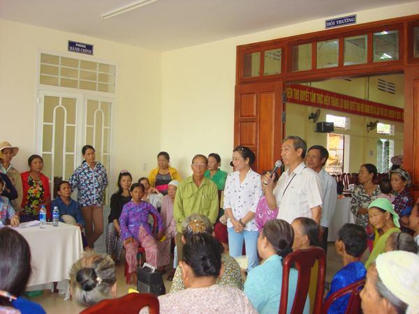 Mục sư Dương Quang Hòa Trưởng Ban đại diện TP Đà Nẵng thông báo công việc của đoàn