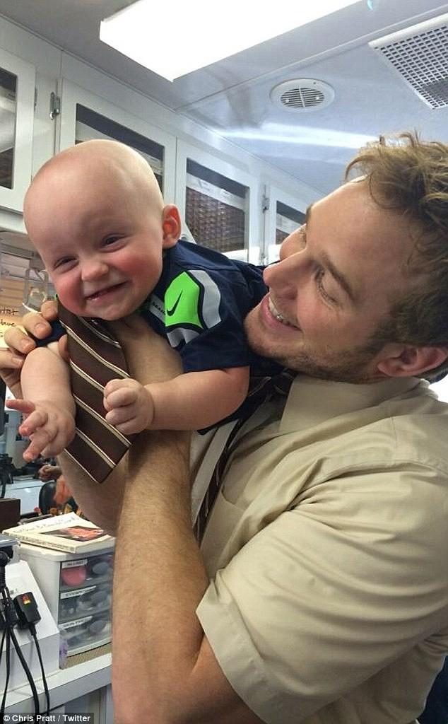 Chris Pratt cùng cậu con trai kháu khỉnh của mình.