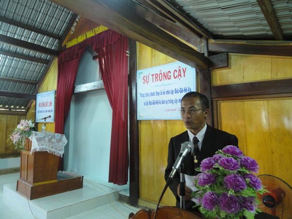 MSNC Hoàng Xín Phù - Quản nhiệm Hội Thánh chào mừng hội đồng.