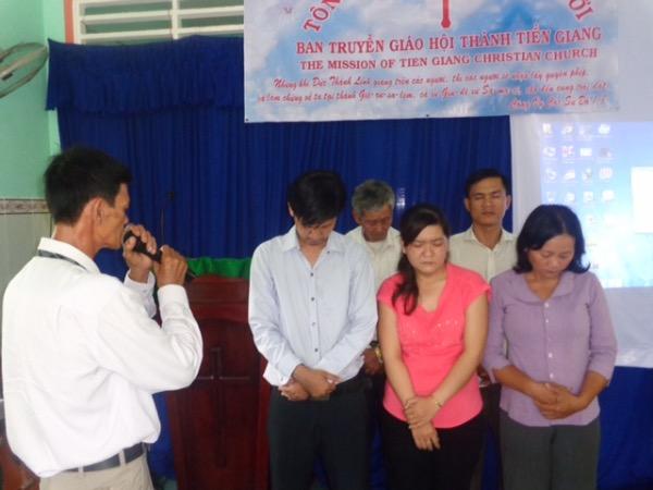 Cầu nguyện chúc phước cho Ban chấp hành và Ban truyền giáo
