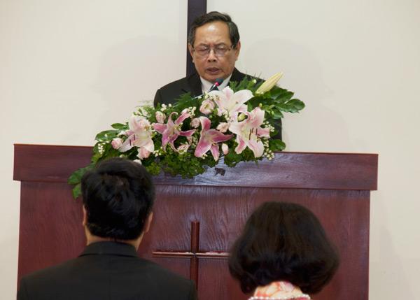 MS Nguyễn Ngọc Thuận - Phó TTK TLH - cầu nguyện khai lễ