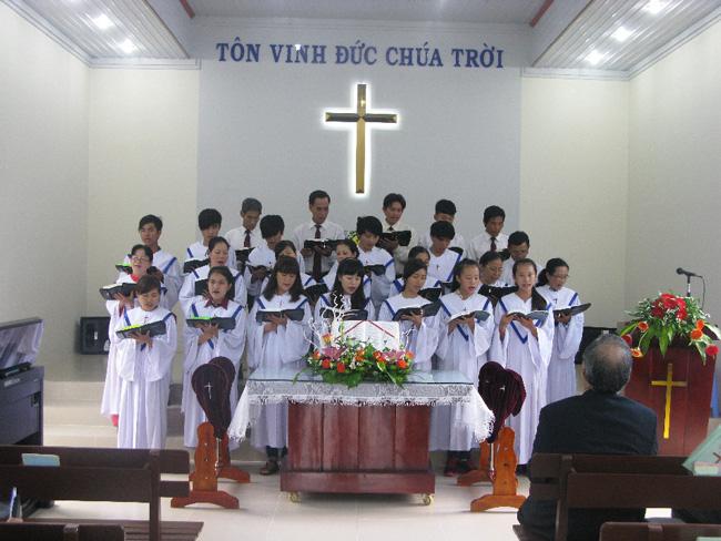Ban hát Hội Thánh tôn vinh Chúa