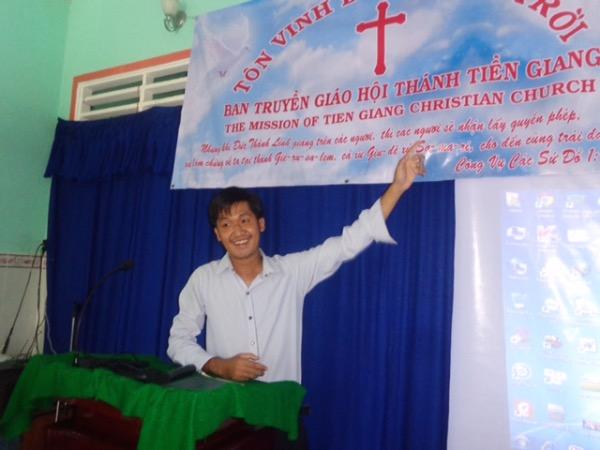 Trưởng ban truyền giáo Nguyễn Công Hùng giới thiệu