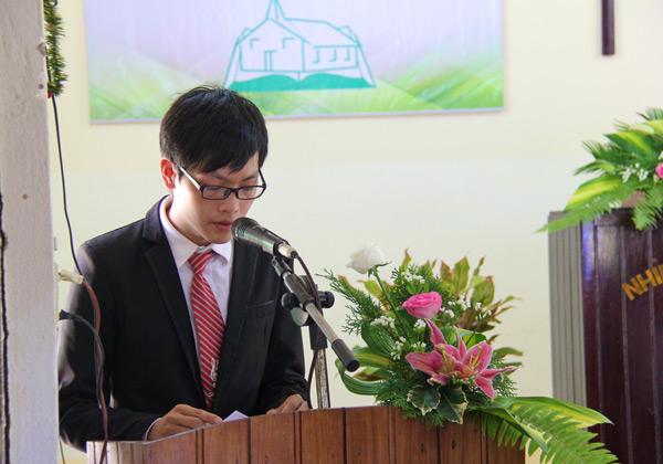 Chấp sự Ông Thiện An đọc lược sử Hội Thánh