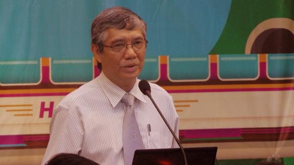 Mục sư Nguyễn Văn Ngọc giảng Lời Chúa.