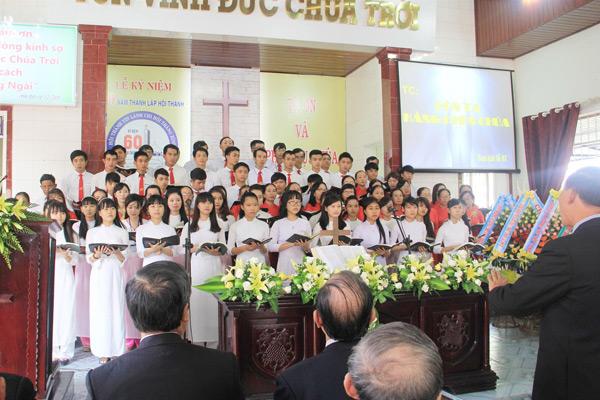 """Ban hát lễ HTTL Thăng Bình tôn vinh Chúa Thánh ca """"Hồn ta ngợi khen Chúa"""""""