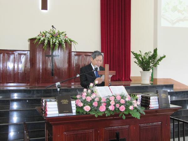 Ông Lê Khắc Tâm – Đại diện Thánh Kinh Hội phát hành Kinh Thánh