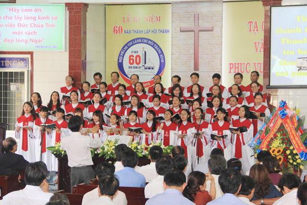 """Ban hát lễ HTTL Tam Kỳ tôn vinh Chúa Thánh ca""""Thành tín Chúa rất lớn thay"""""""
