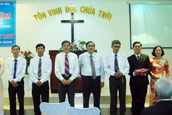 Ban Chấp sự HT An Phú Đông hoan nghênh Tân Quản nhiệm