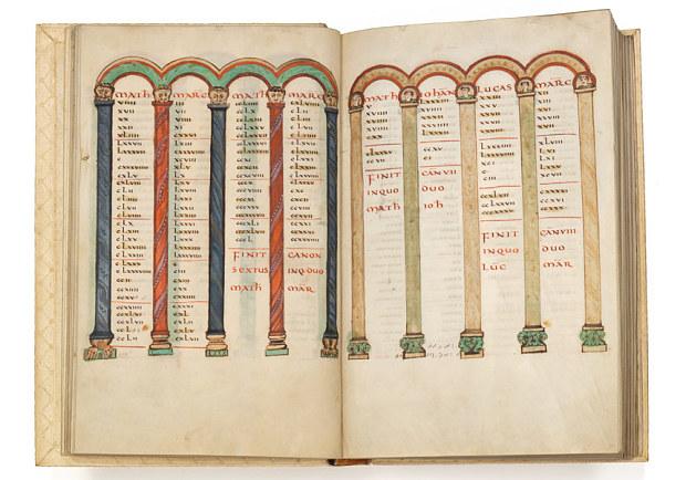 Cuốn Kinh Thánh của Nữ Hoàng Theutberga được viết từ hơn 1000 năm trước.