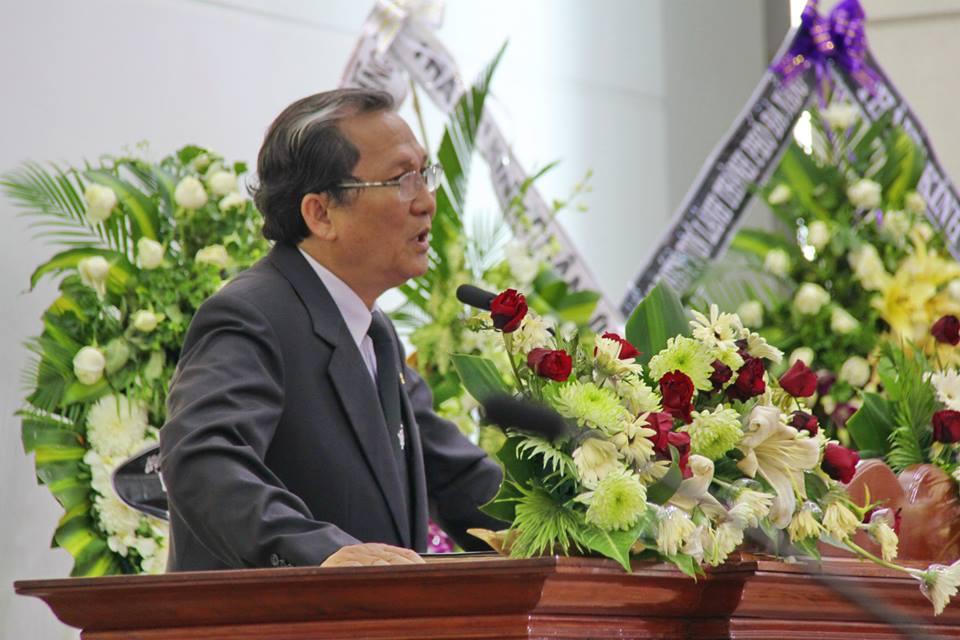 Mục sư Phan Vĩnh Cự, Hội trưởng HTTLVN (MN), giảng lời Chúa.