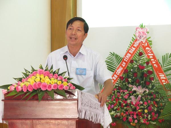 Ông Nguyễn Phước Hiền, Trưởng Ban Tôn giáo tỉnh Đăk Nông chúc mừng.
