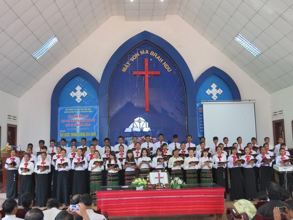 Ban hát huyện Cư Jút tôn vinh Chúa.