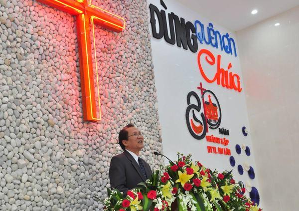Mục sư Phan Vĩnh Cự – Hội trưởng HTTLVN rao giảng Lời Chúa.