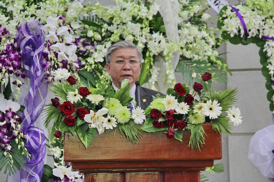 Mục sư Nguyễn Thế Hiển, Thư Ký HĐGP phân ưu cùng tang quyến.