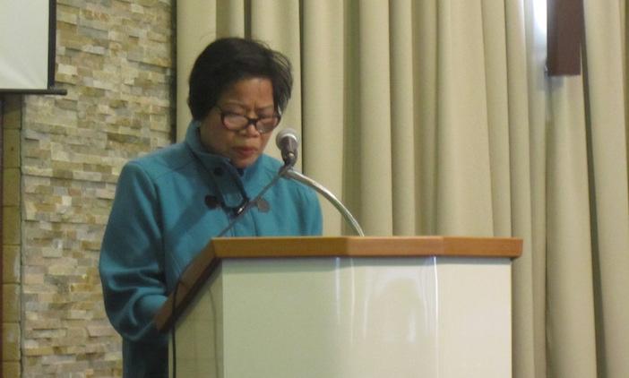 Cô Đinh Thị Thi làm chứng tại Hội thánh.