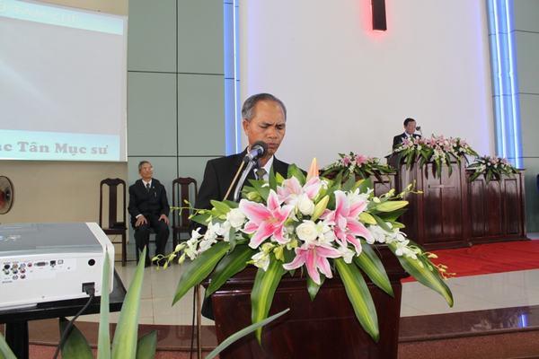 Mục sư Y Siăng Mlô đại diện cho 10 Tân Mục sư bày tỏ tâm chí