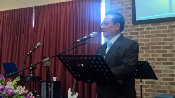 Mục sư Nguyễn Minh Cương giảng lời Chúa trong giờ tỉnh nguyện.