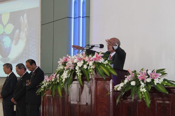 Mục sư Y Ky Êban - UV HĐGP cầu nguyện chúc phước