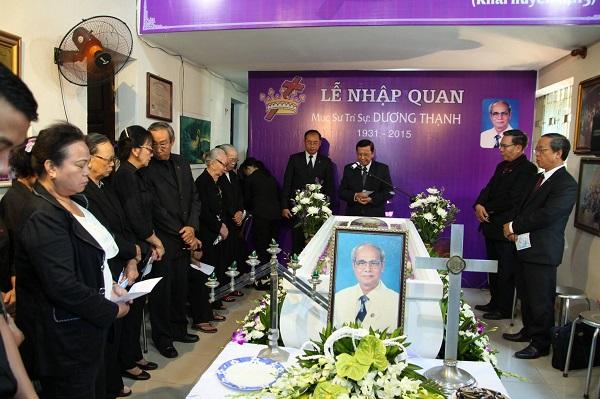 MS Phan Ân, Ủy Viên Tổng Liên Hội, cầu nguyện khai lễ.