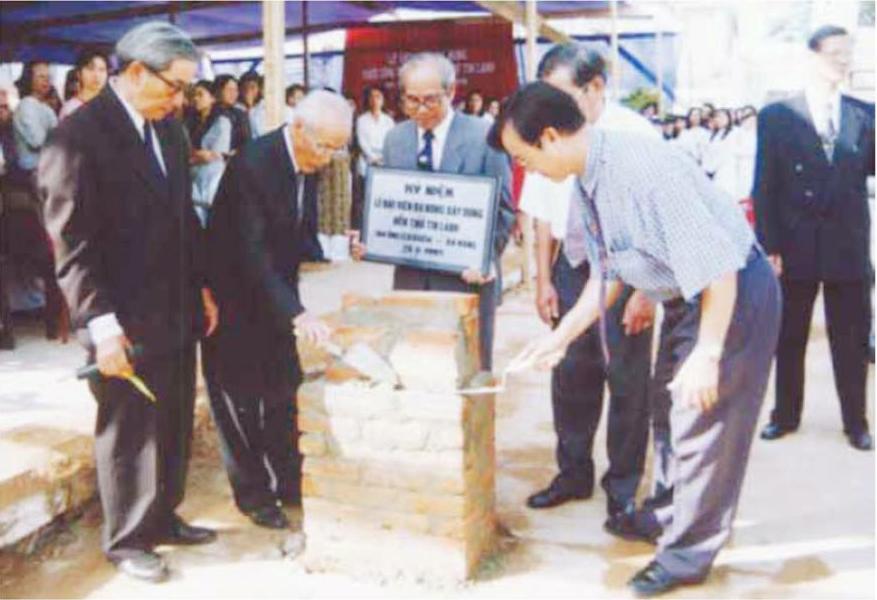 Lễ đặt viên đá đầu tiên xây cất đền thờ mới.