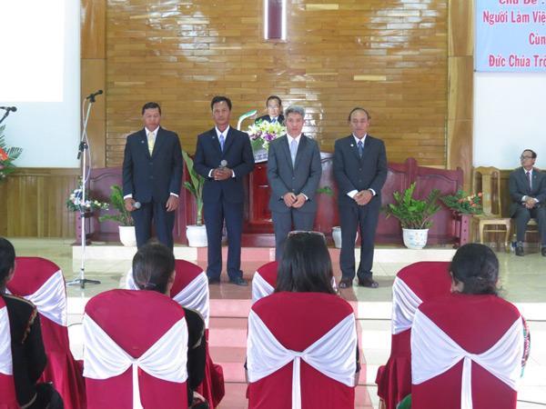 MS Nguyễn Ngọc Thuận thực hiện Nghi thức Tấn phong.