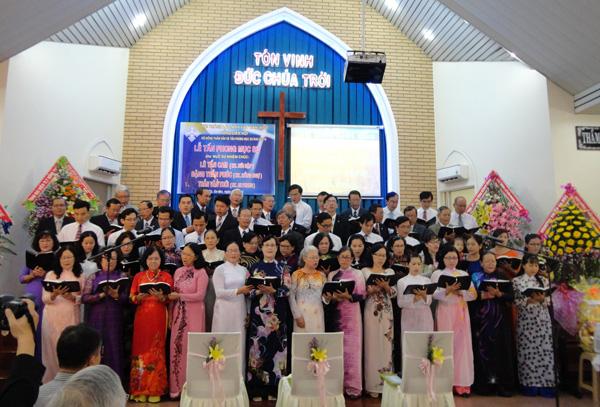 Quý ông bà Mục sư, MsNc, Truyền đạo góp phần tôn vinh Chúa.