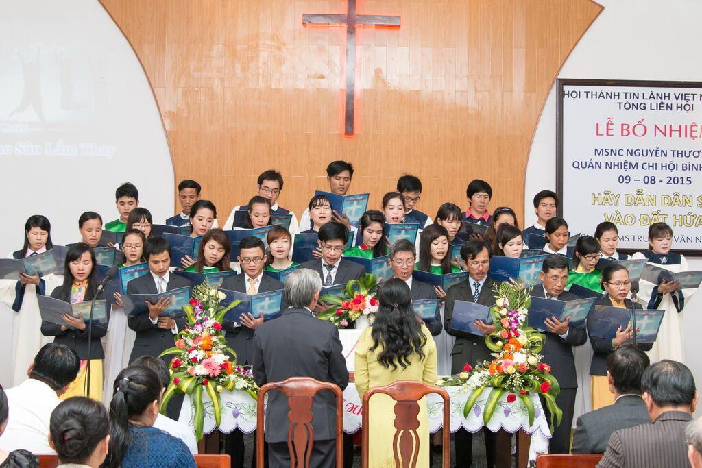 Ban hát HT Bình Chiểu tôn vinh Chúa