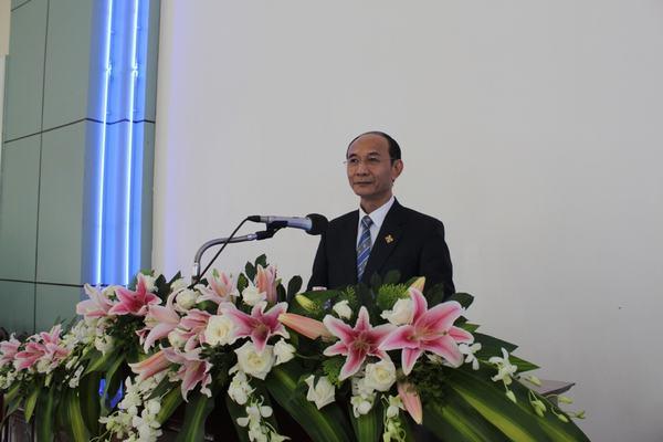 Mục sư Nguyễn Hữu Bình - Phó HT II trao sứ điệp tấn phong