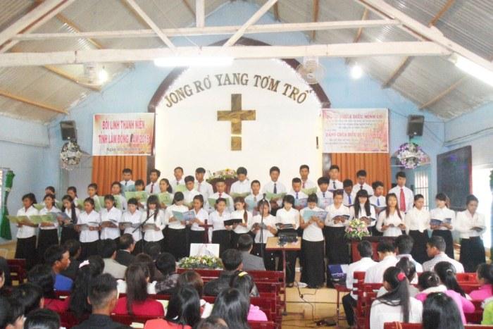 Ca đoàn khu vực Đơn Dương tôn vinh Chúa