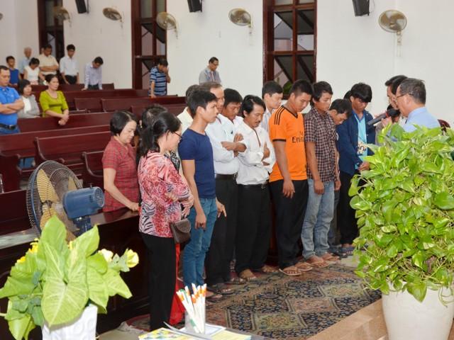 Cầu nguyện cho 10 thân hữu tin Chúa.