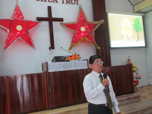 MS Trần Hiếu Nghĩa cầu nguyện và chào mừng.