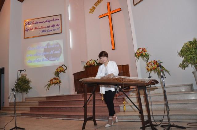 Các nghệ sĩ Hàn Quốc góp phần tôn vinh Chúa trong chương trình.