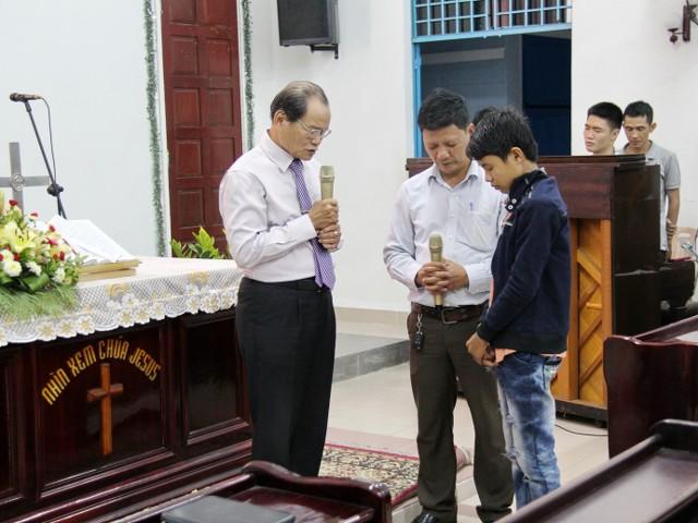 Cầu nguyện cho 01 thân hữu tin Chúa.