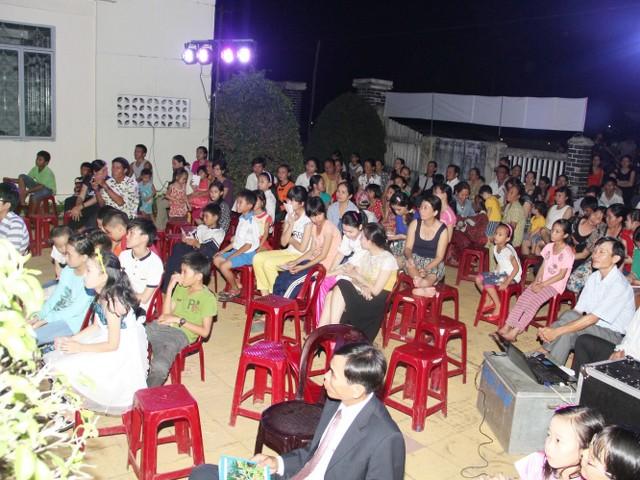 Khá đông người đến dự chương trình.