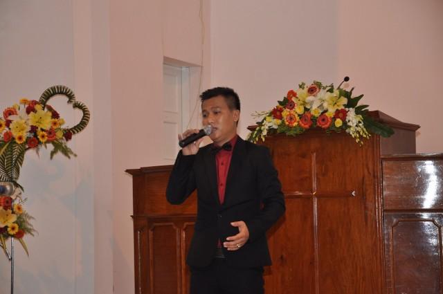 Các ca sĩ từ Sài Gòn cũng góp phần tôn vinh Chúa trong chương trình.