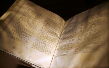 "Bản Kinh Thánh cổ ""The Codex Sinaiticus""."