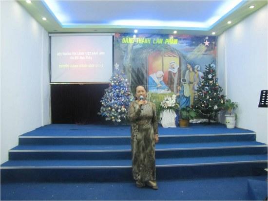 Bà Mục sư Trần Thành Lợi trong một chương trình truyền giảng năm 2012.