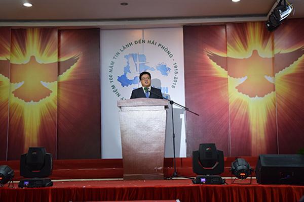 Mục sư Hồ Thế Nhân - Tổng Thủ Quỹ Giáo Hạt Việt Nam Tại Hoa Kỳ giảng luận Lời Chúa.