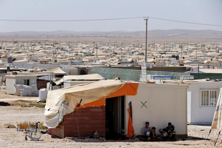 Trại tị nạn cũng trở thành một nơi đầy ắp nguy hiểm.