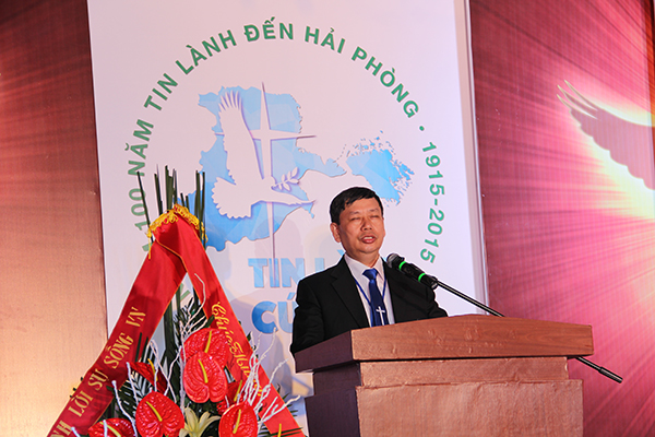 Mục sư Bùi Văn Triệu - UVBTSTH - Quản nhiệm HTTL TP Hải Phòng - cầu nguyện đáp ứng Lời Chúa.