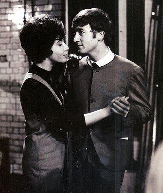 Helen Shapiro nhảy cùng John Lennon.