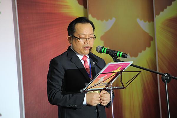 Mục sư Bùi Văn Sản - Trưởng Ban Tổ chức phát biểu khai mạc.