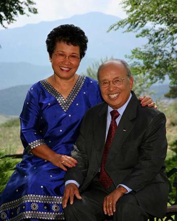 Ông Rochunga và vợ.