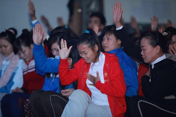 Học viên Thung tâm giáo dục lao động xã hội 02 tiếp nhận Chúa.