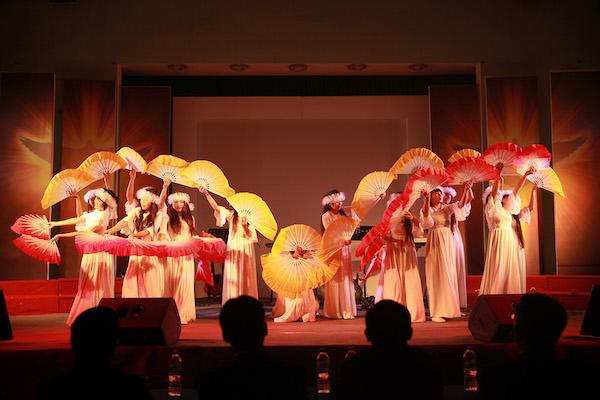 Nhóm múa là những người đã được giải thoát khỏi ma tuý và mại dâm.