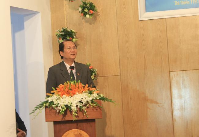 Mục sư Phan Vĩnh Cự - Hội trưởng HTTLVN (MN) đại diện Tổng Liên Hội chúc mừng.