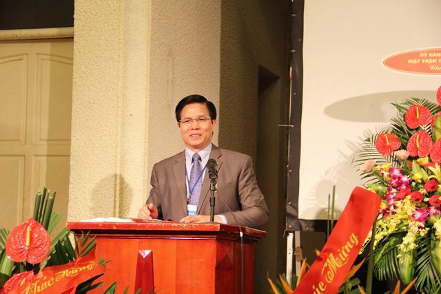 Mục sư Hội trưởng Nguyễn Hữu Mạc có lời phát biểu và cầu nguyện khai lễ.
