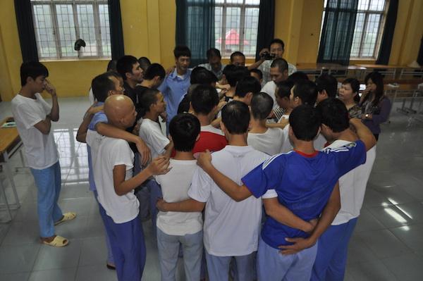 Các học viên cùng đồng lòng cầu nguyện.